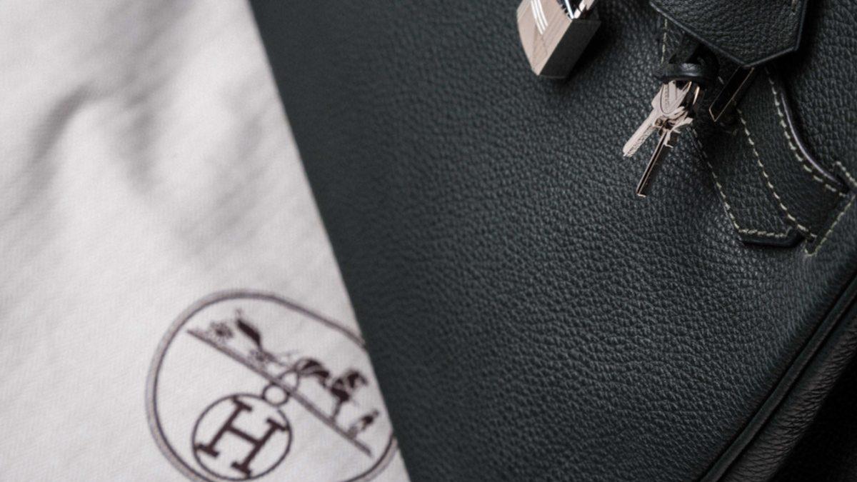 Investire nel lusso: la borsa firmata che vale più dell'oro