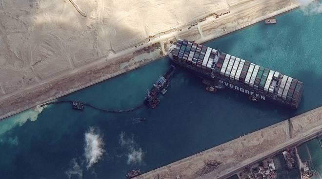 Gigantismo navale, ecco i motivi del blocco nel Canale di Suez