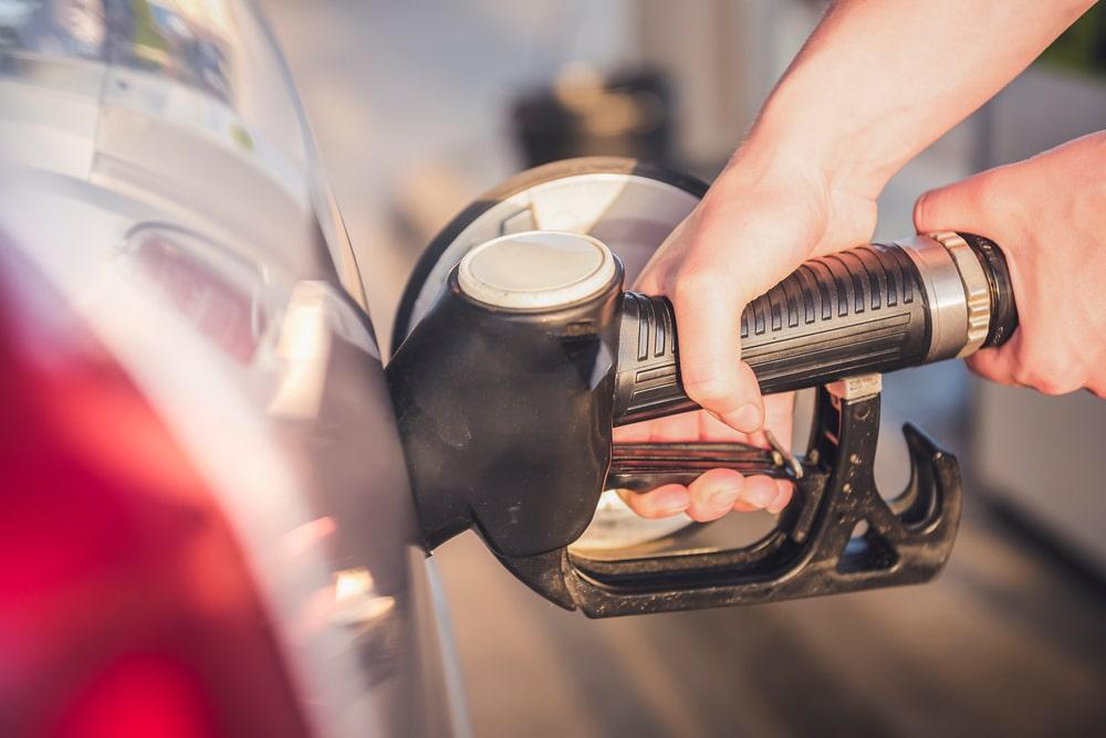I prezzi dei carburanti sono fermi da un mese, ma quali saranno i trend futuri?