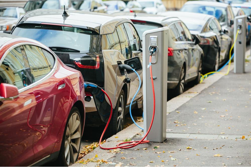 Entro il 2030 l'Europa intende fermare la produzione di auto a carburante
