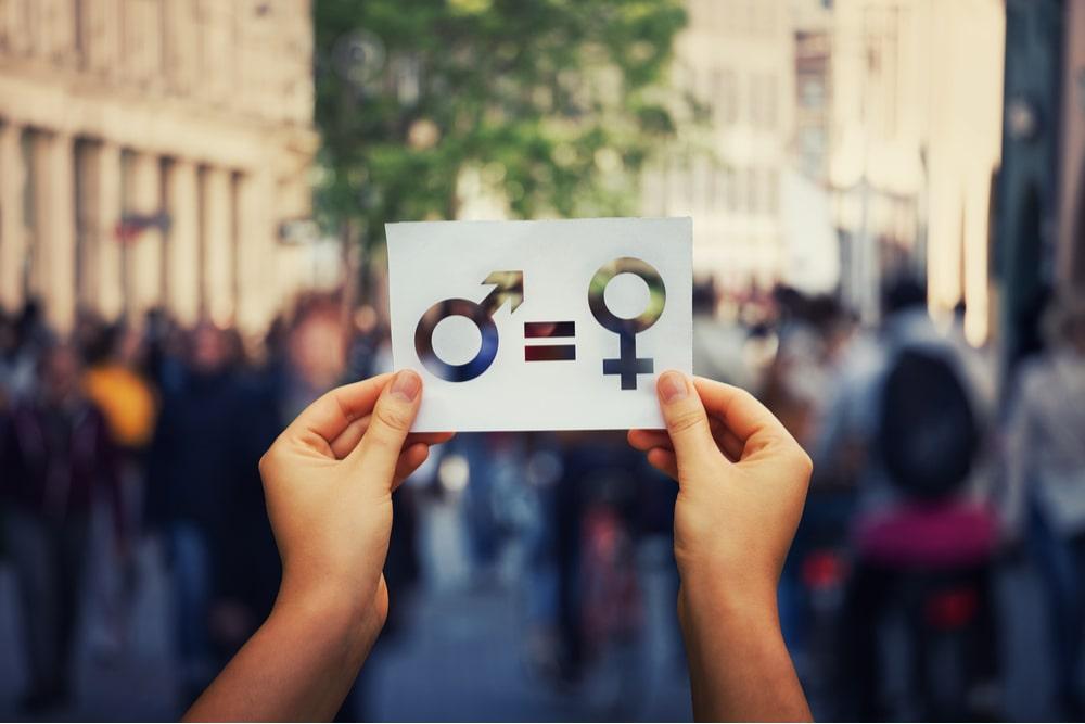 Lavoro, dal 2022 arriva la Certificazione della parità di genere: come funziona e quali sono i vantaggi per le aziende