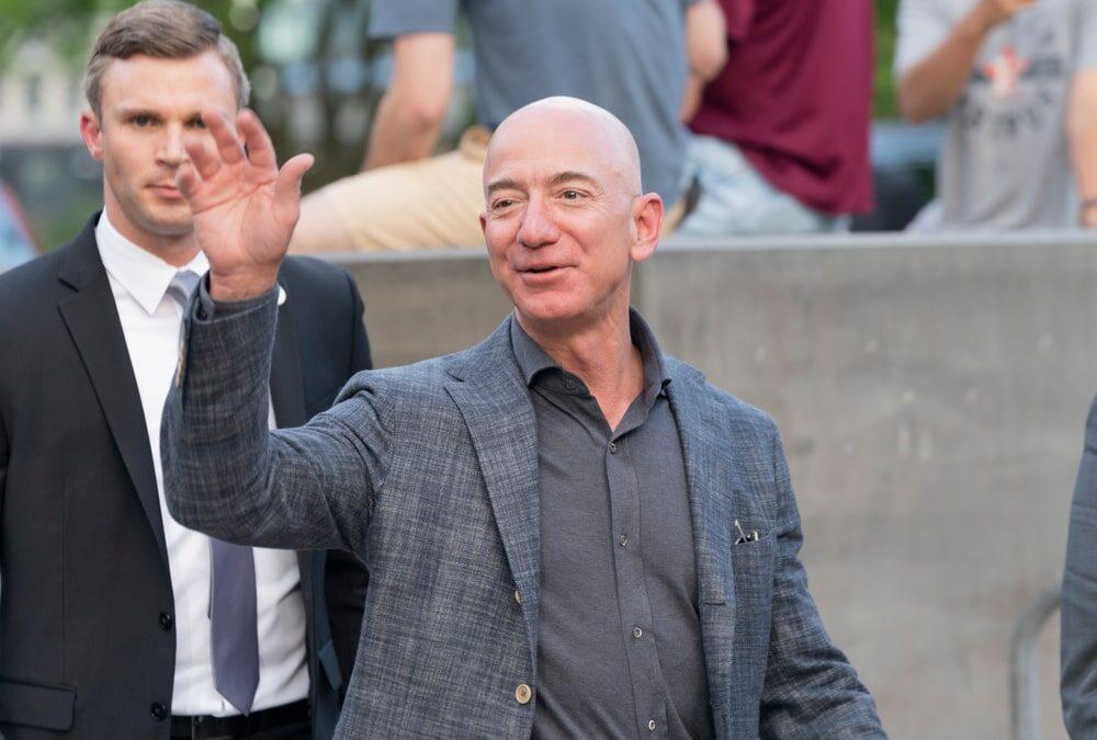 Jeff Bezos lascia la guida di Amazon. Ma quanto ha guadagnato in questi anni e cosa farà ora?