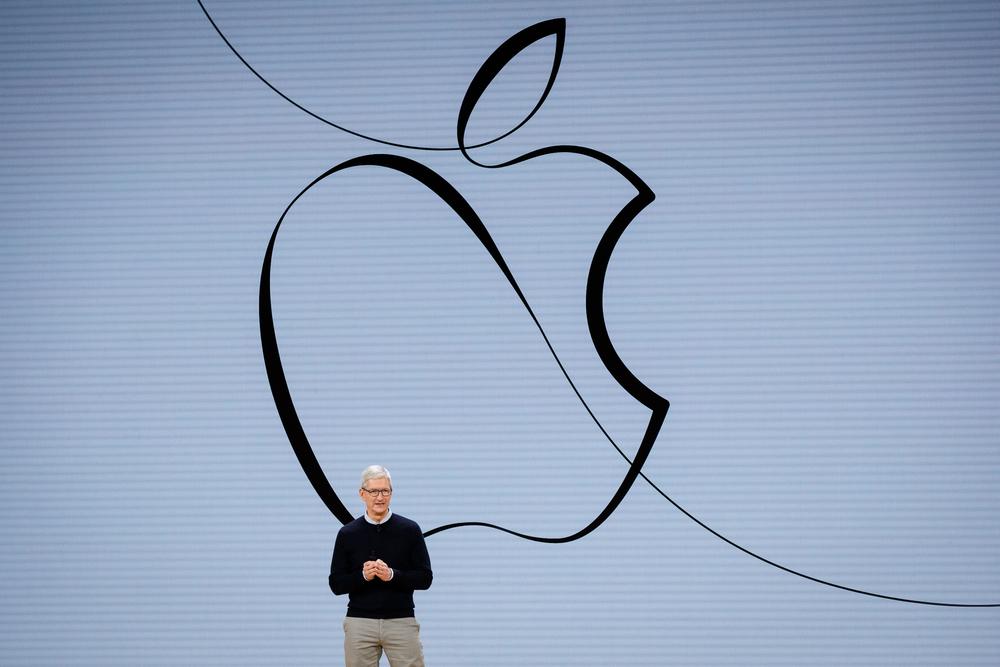 Tim Cook e i 10 anni da record: il ceo di Apple incassa 750 milioni in azioni